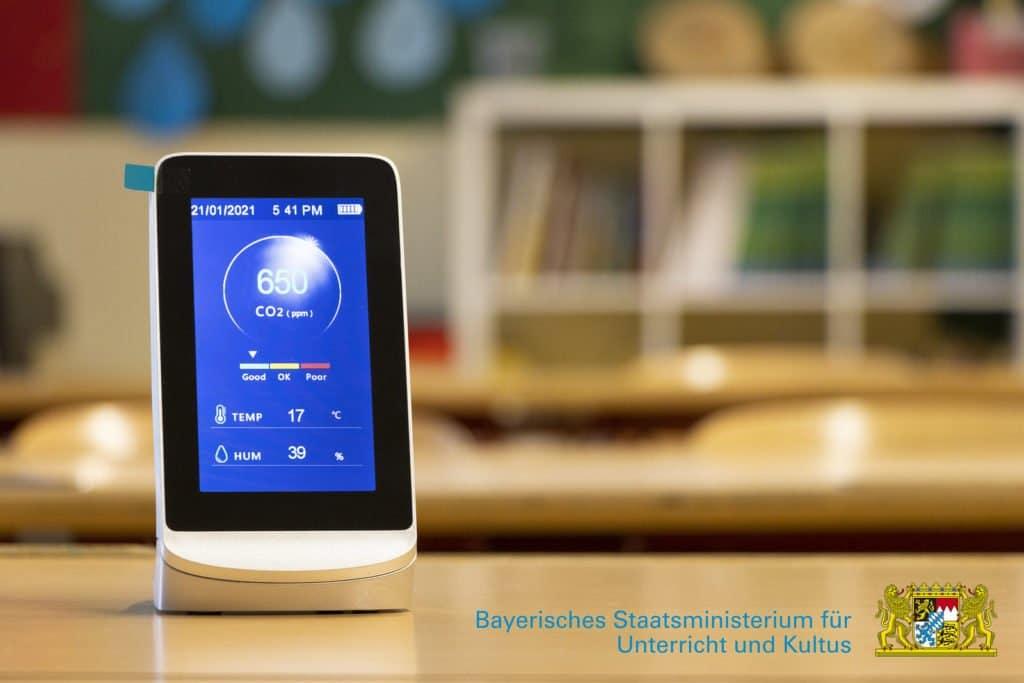 CO2-Gerät welches in den Deggendorfer Schulen benutzt wird, um die infektionsschutzgerechte Lüftung zu gewährleisten