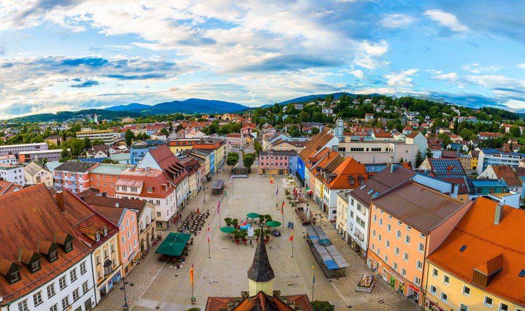Aussicht vom Alten Rathaus Deggendorf auf den Oberen Stadtplatz