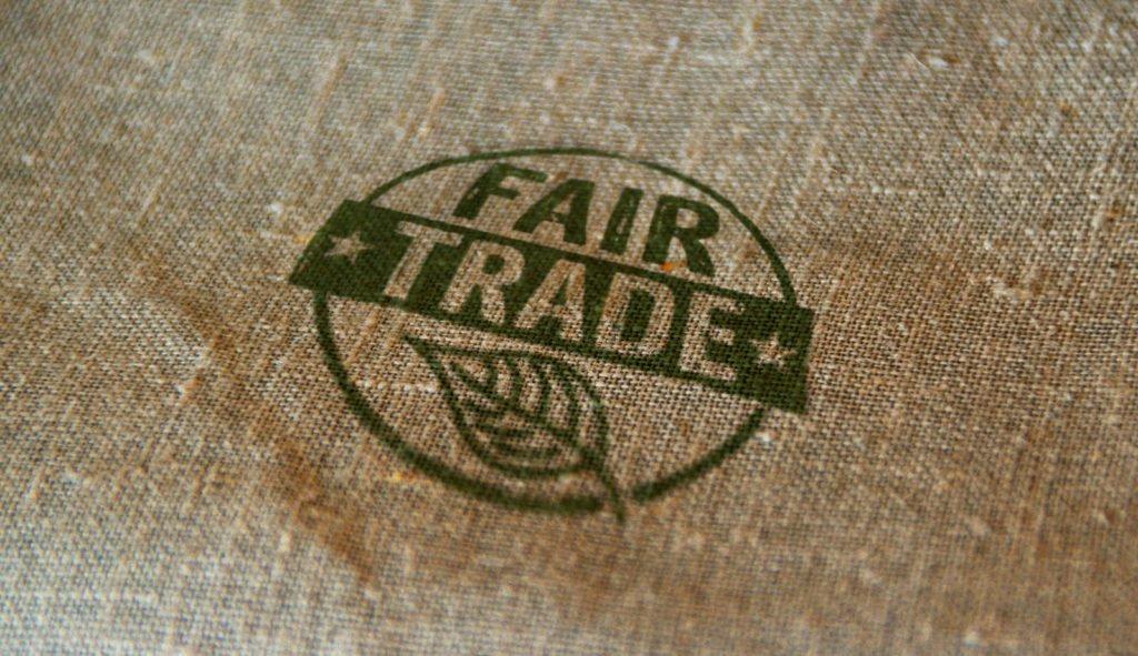 Fairtrade Zeichen auf einem Jutesack