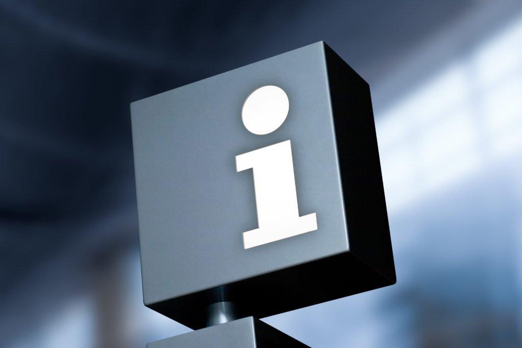 """Schuld mit """"i"""" für Information in einer Empfangshalle"""