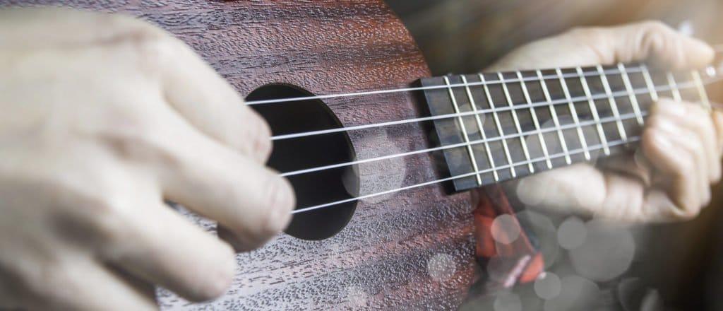 Gitarre als Symbolbild für die musizierenden Akteure der Bürgerarbeit Stadt Deggendorf