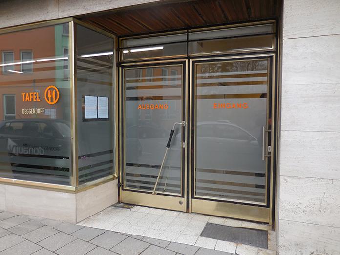 Haupteingang der Deggendorfer Tafel in der Bahnhofstraße in Deggendorf