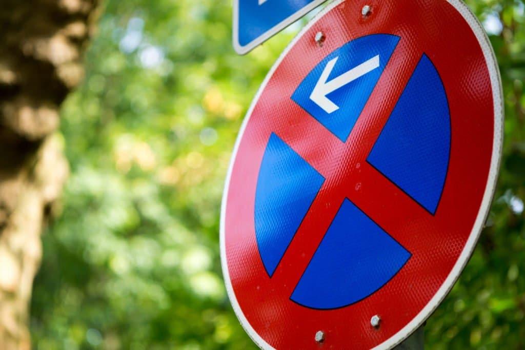 Verkehrsschild - Eingeschränktes Parkverbot