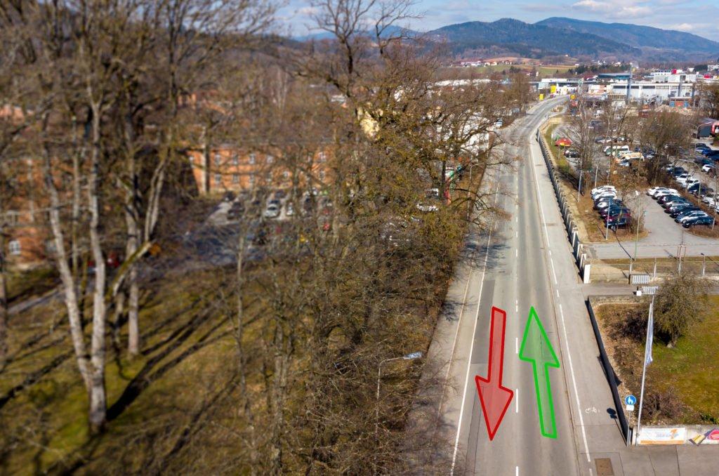 Ein Blick auf die Graflinger Straße mit Markierung, wie sie während der Sperre befahrbar ist